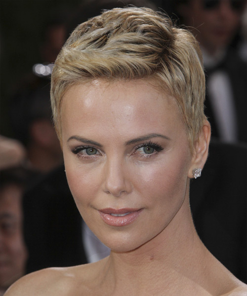 Charlize Theron Short Straight Casual    Hairstyle   - Light Blonde Hair Color