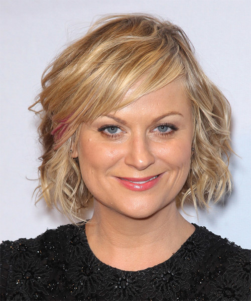Amy Poehler Short Wavy Casual   Hairstyle with Side Swept Bangs  - Medium Blonde