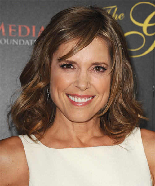 Hannah Storm Medium Wavy Casual   Hairstyle