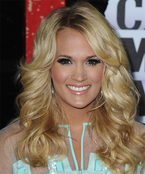 Carrie Underwood Long Wavy Golden Hairstyle