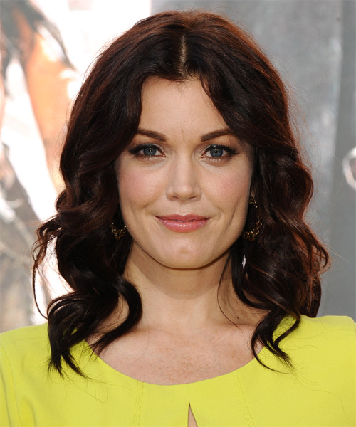 Bellamy Young Medium Wavy Casual   Hairstyle   - Dark Brunette