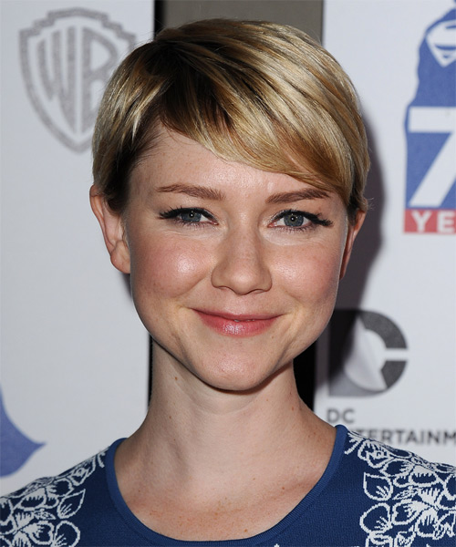 Valorie Curry Short Straight Casual    Hairstyle   - Dark Blonde Hair Color