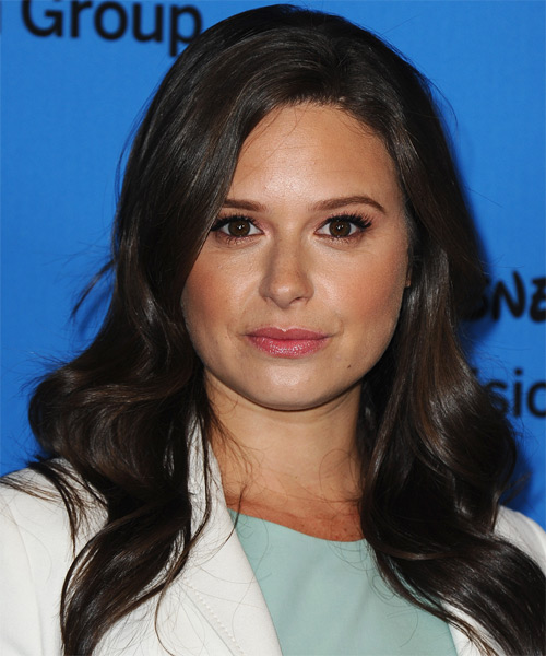 Katie Lowes Long Wavy Casual   Hairstyle