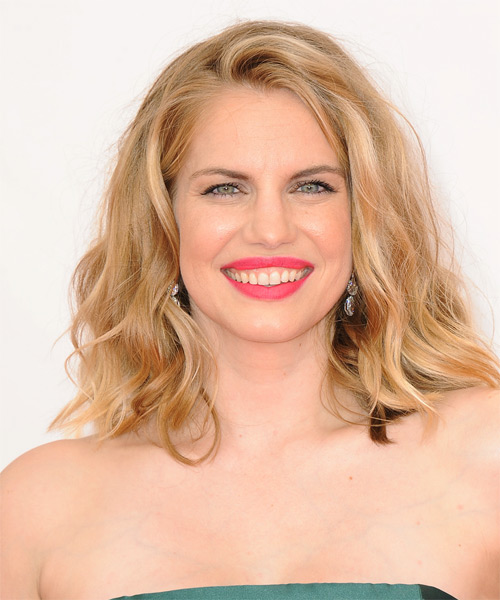Anna Chlumsky Medium Wavy Casual   Hairstyle
