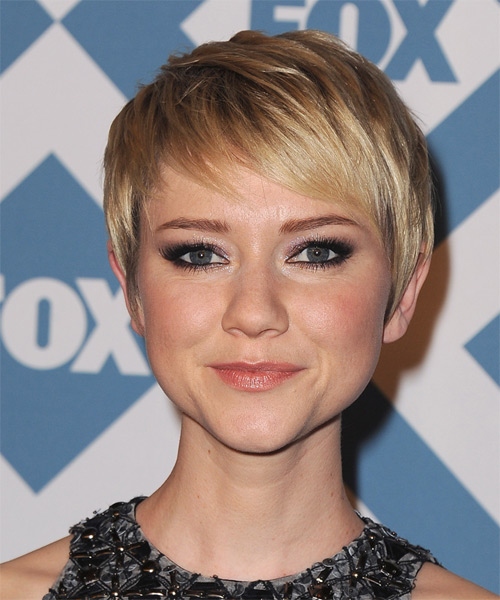 Valorie Curry Short Straight Formal    Hairstyle with Side Swept Bangs  -  Blonde Hair Color with Light Blonde Highlights