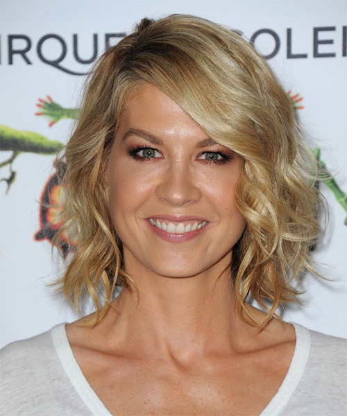 Jenna Elfman Medium Wavy    Golden Blonde   Hairstyle   with Light Blonde Highlights