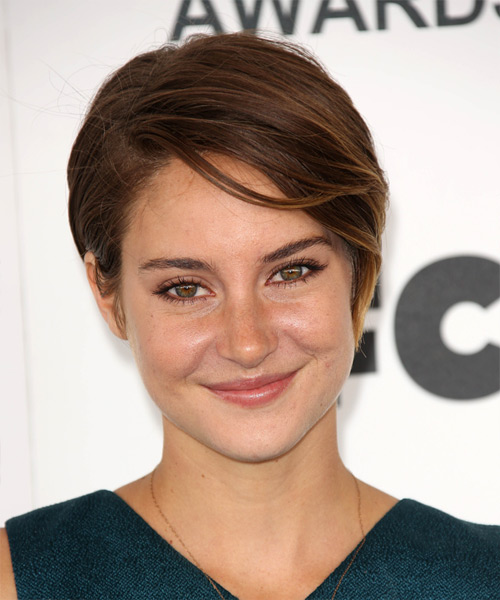 Shailene Woodley Short Straight Auburn Brunette Wash And Go Hairstyle with Side Swept Bangs