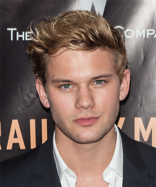 Jeremy Irvine Short Straight Casual Hairstyle Dark Blonde