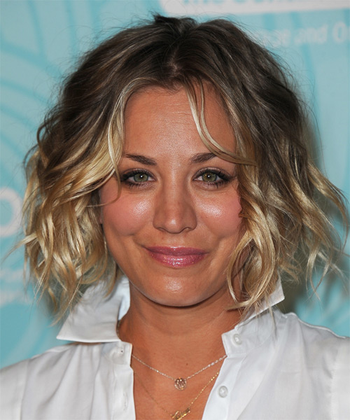 Kaley Cuoco Medium Wavy Casual    Hairstyle   - Dark Ash Blonde and Light Blonde Two-Tone Hair Color