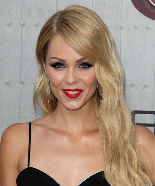 Laura Vandervoot Long Wavy Casual    Hairstyle   - Light Blonde Hair Color