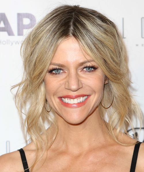 Kaitlin Olson Medium Wavy Casual   Hairstyle   - Light Blonde