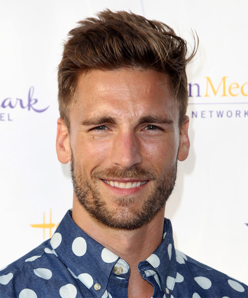 Andrew Walker Casual Short Straight Hairstyle Brunette Hair Color