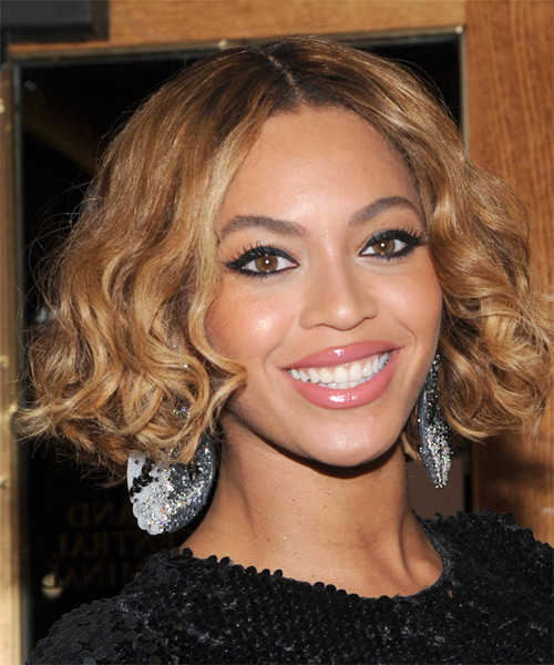 Beyonce Knowles Short Wavy Casual  Bob  Hairstyle   - Light Golden Brunette Hair Color - Side on View