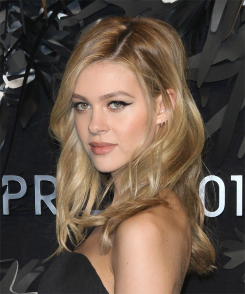 Nicola Peltz Long Wavy    Blonde   Hairstyle   - Side on View