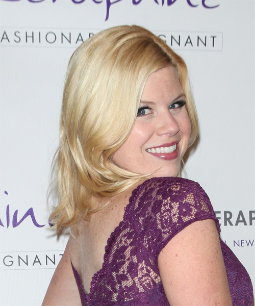 Megan Hilty Medium Straight Casual   Hairstyle   - Light Blonde (Honey) - Side on View