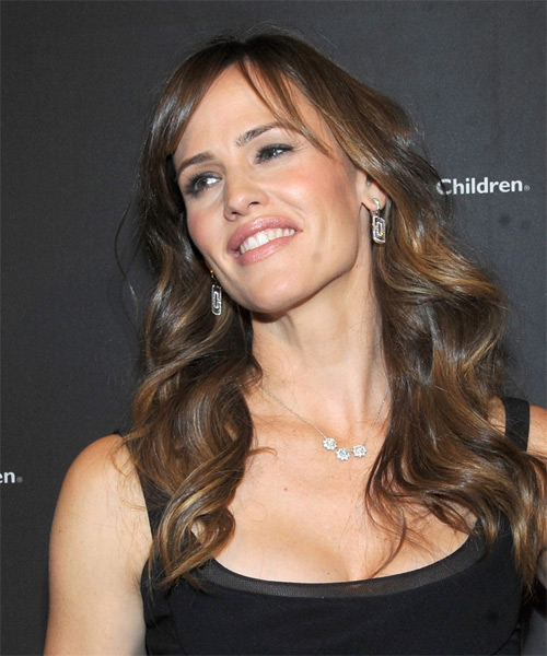 Jennifer Garner Long Wavy    Brunette   Hairstyle with Side Swept Bangs  - Side on View