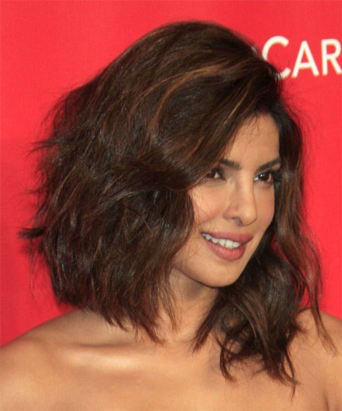 Priyanka Chopra Medium Wavy Casual   Hairstyle   - Medium Brunette - Side on View