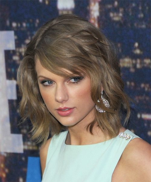 Taylor Swift Medium Straight Casual   Hairstyle   - Medium Blonde (Ash) - Side on View