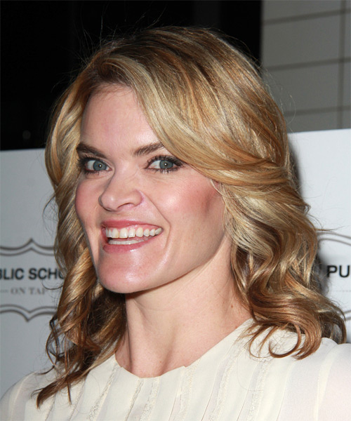 Missi Pyle Medium Wavy Casual   Hairstyle   - Dark Blonde - Side on View