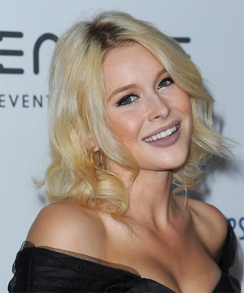 Renee Olstead Medium Wavy   Light Blonde   Hairstyle   - Side on View