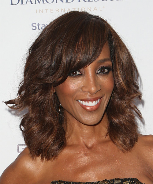 Shaun Robinson Medium Wavy Casual   Hairstyle with Side Swept Bangs  - Medium Brunette - Side on View