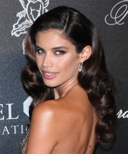 Sara Sampaio Long Wavy Formal   Hairstyle   - Dark Brunette - Side on View