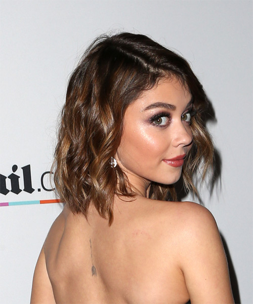 Sarah Hyland Medium Wavy Casual Layered Bob  Hairstyle   - Side on View
