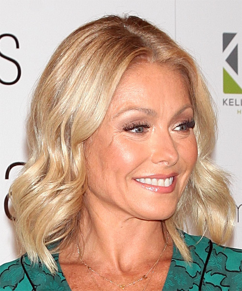 Kelly Ripa Medium Wavy Casual  Bob  Hairstyle   - Light Blonde Hair Color - Side on View