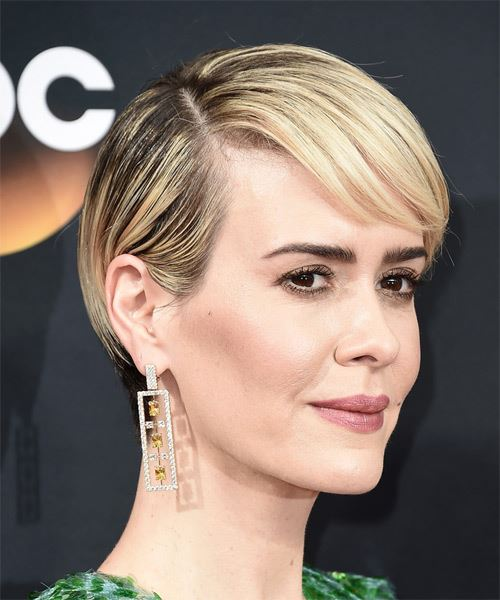 Sarah Paulson Short Straight Formal    Hairstyle with Side Swept Bangs  - Light Blonde Hair Color - Side on View