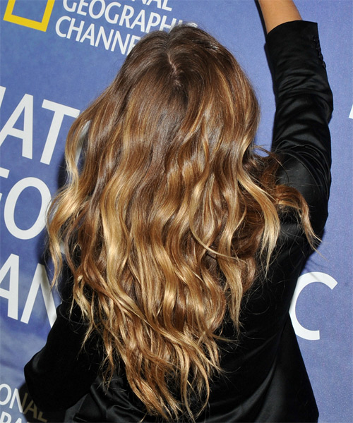 Gisele Bundchen Long Wavy   Dark Honey Blonde   Hairstyle   - Side on View