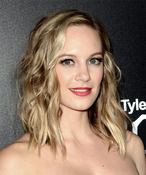 Danielle Savre Medium Wavy Casual  Bob  Hairstyle   - Medium Champagne Blonde Hair Color - Side on View