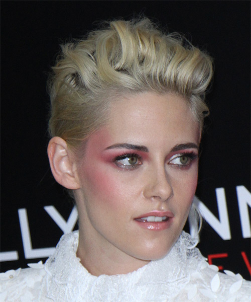 Kristen Stewart Short Wavy   Light Blonde   Hairstyle   - Side on View