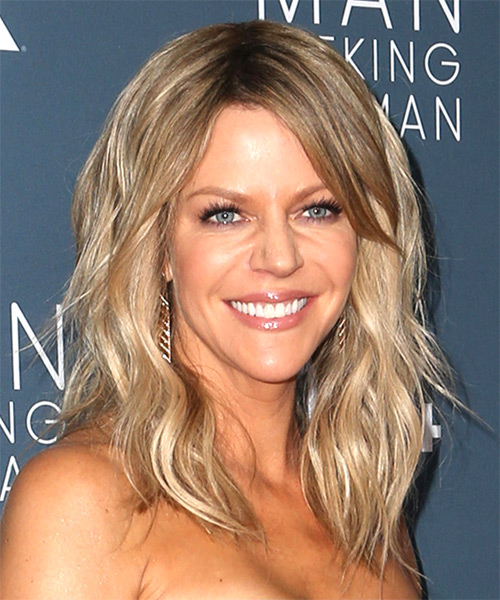 Kaitlin Olson Long Wavy Casual   Hairstyle with Side Swept Bangs  - Light Blonde (Ash) - Side on View