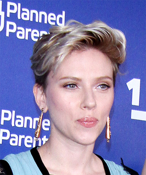 Scarlett Johansson     Dark Blonde Pixie  Cut   with Light Blonde Highlights - Side on View