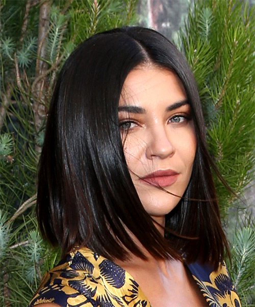 Jessica Szohr Medium Straight   Dark Brunette Bob  Haircut   - Side on View