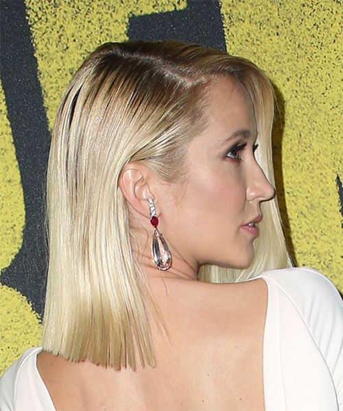 Anna Camp Medium Straight   Light Blonde Bob  Haircut   - Side on View