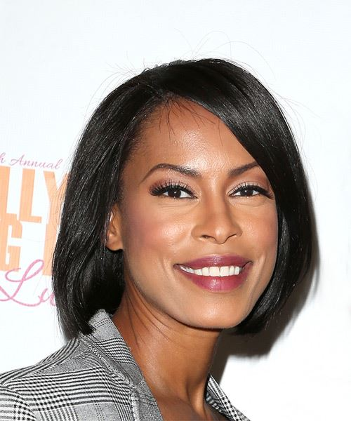 Kearran Giovanni Medium Straight Casual  Bob  Hairstyle with Side Swept Bangs  - Black  Hair Color - Side on View