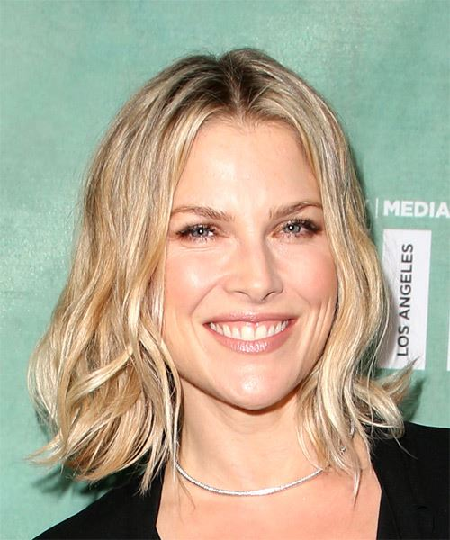 Ali Larter Medium Wavy   Light Blonde Bob  Haircut   - Side on View
