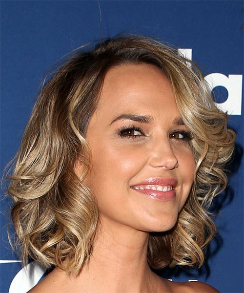 Arielle Kebbel Short Wavy Casual   Hairstyle with Side Swept Bangs  - Medium Blonde - Side on View