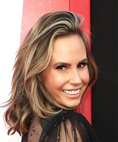 Keltie Knight Medium Wavy Casual  Bob  Hairstyle   - Medium Brunette Hair Color - Side on View