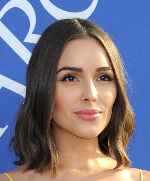 Olivia Culpo Medium Straight Casual  Bob  Hairstyle   - Medium Brunette Hair Color - Side on View