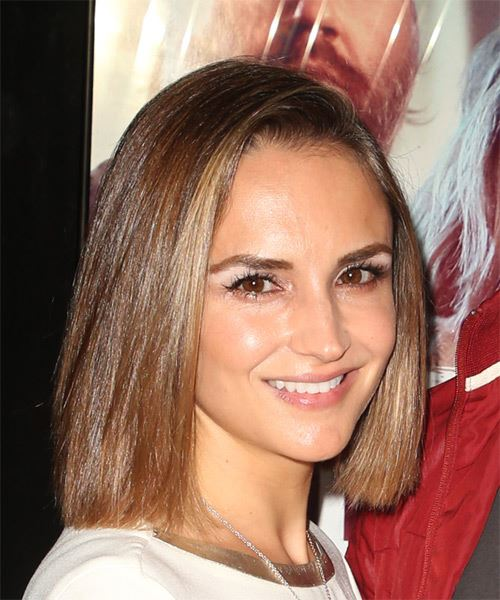 Rachael Leigh Cook Medium Straight   Light Brunette Bob  Haircut   - Side on View