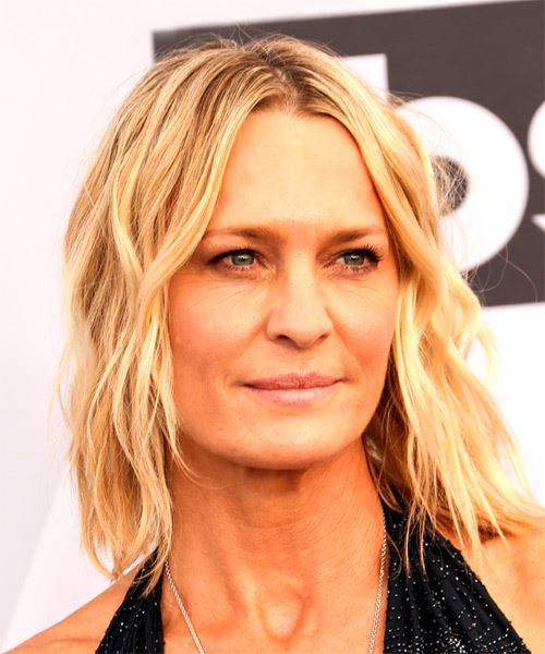 Robin Wright Medium Wavy Casual  Bob  Hairstyle with Layered Bangs  -  Blonde Hair Color - Side on View