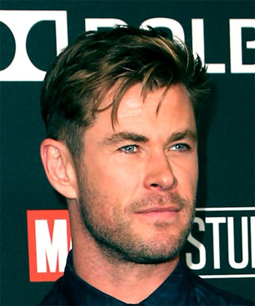 Chris Hemsworth Short Straight Dark Brunette Hairstyle With Side Swept Bangs And Blonde Highlights