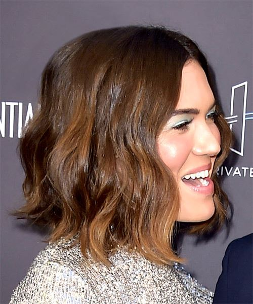 Mandy Moore Medium Wavy Casual  Bob  Hairstyle   -  Brunette Hair Color with Dark Brunette Highlights - Side on View