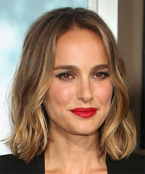 Natalie Portman Medium Wavy    Brunette Bob  Haircut   with Light Blonde Highlights - Side on View