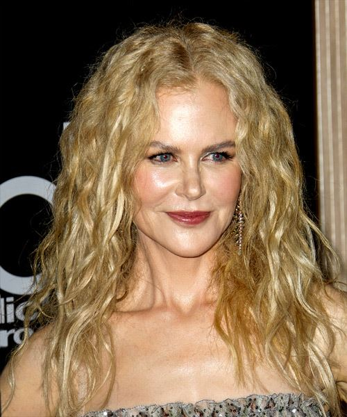 Nicole Kidman Long Wavy    Blonde   Hairstyle   - Side on View