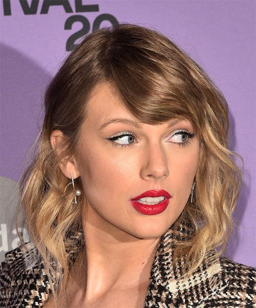 Taylor Swift Medium Wavy    Brunette   Hairstyle with Side Swept Bangs  and  Blonde Highlights - Side on View