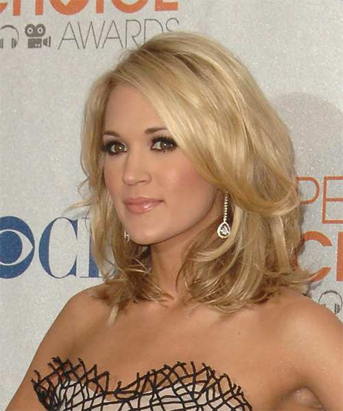 Carrie Underwood Medium Wavy Honey Blonde Hairstyle