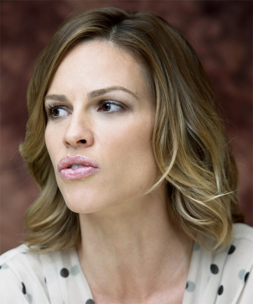 Hilary Swank Medium Wavy Casual    Hairstyle   - Side on View